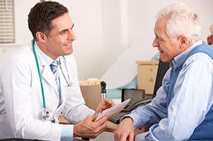 medico e anziano